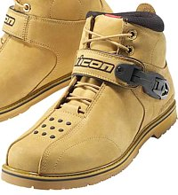 Cruiser boots with lace guards